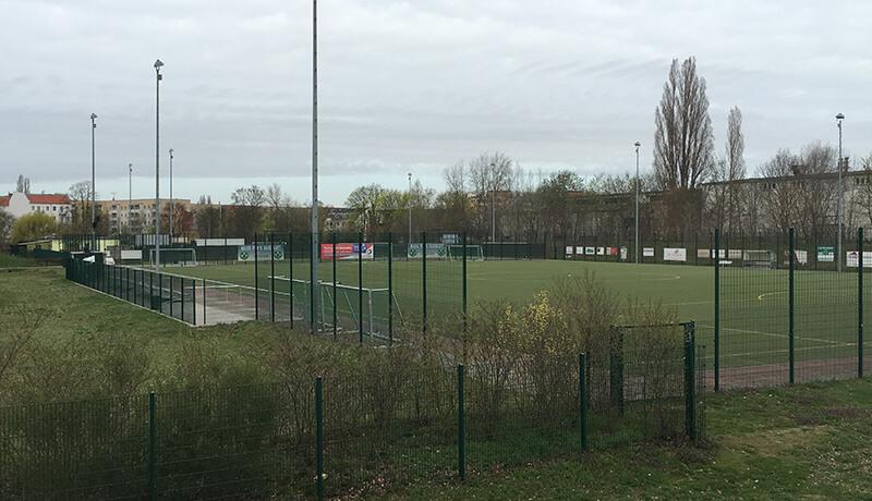 """Foto   Schallschutzgutachten zur Machbarkeitsstudie """"Bauliche Lösungen zum Umgang mit Sportlärm"""" in Berlin Johannisthal Adlershof"""